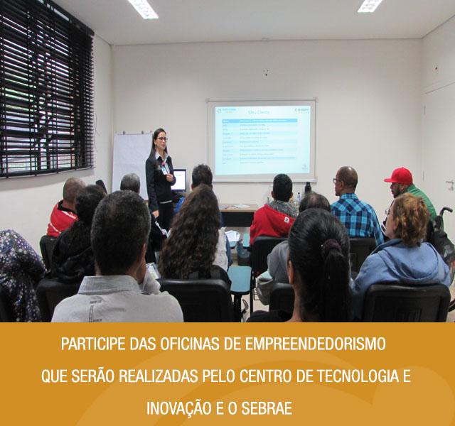 Imagem da sala de aula. Usuários na turma de empreendedorismo. Ao lado da imagem tem o texto participe das oficinas de empreendedorismo realizadas pelo Centro de Tecnologia e Inovação e o Sebrae.