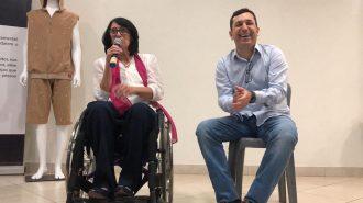 A Secretária Célia Leão e o Prefeito Vinicius de Castro no palco do auditório.